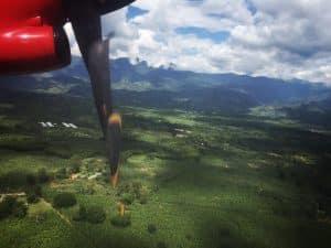 Avión llegando al paisaje cultural cafetero