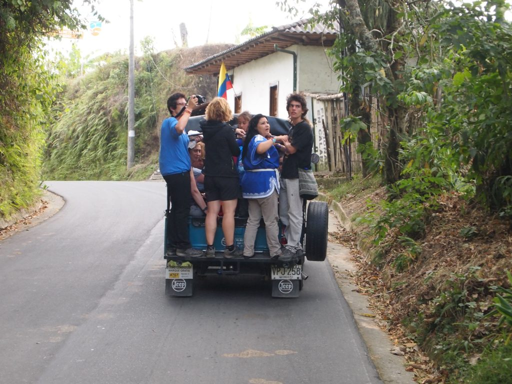 Jeep Willyz camino del Valle de Cocora