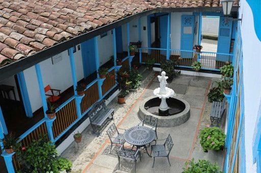 patio central caha hotel el compadre